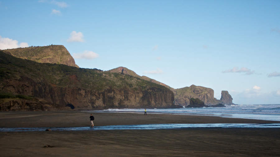 Bethells Beach, comunidad costera a 30 kilómetros de Auckland