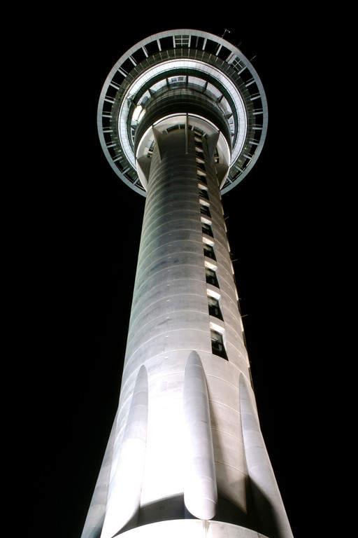 Sky Tower, edificio más alto de Nueva Zelanda de 328 metros de altura
