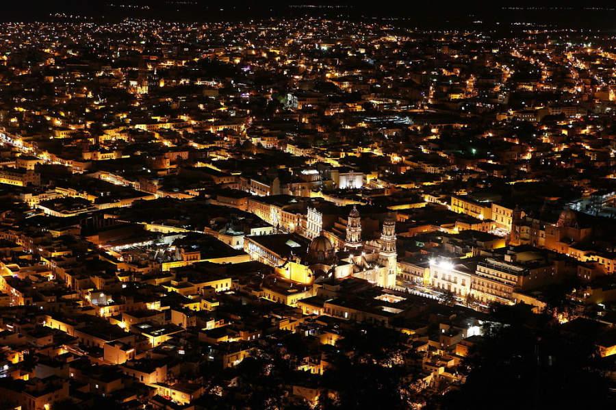 Vista nocturna del centro histórico de Zacatecas