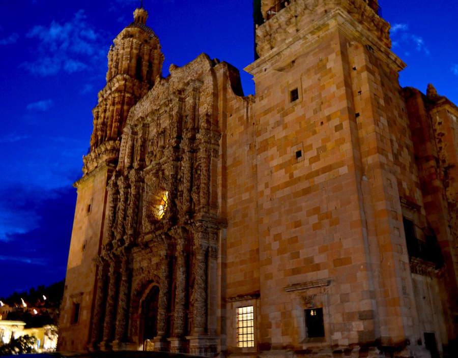 Vista de la Catedral de Zacatecas al atardecer