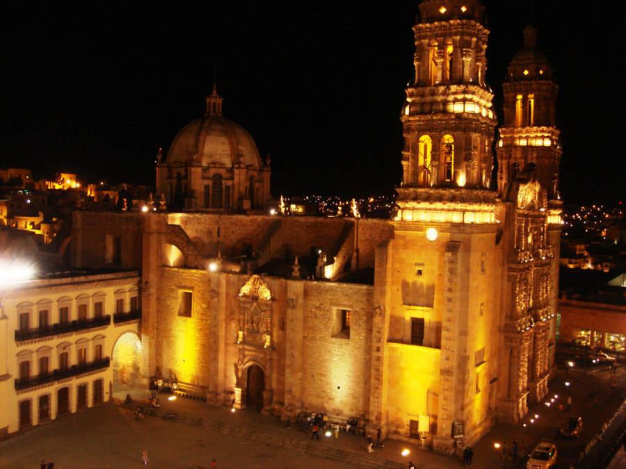 Admira la Catedral de Zacatecas iluminada por las noches