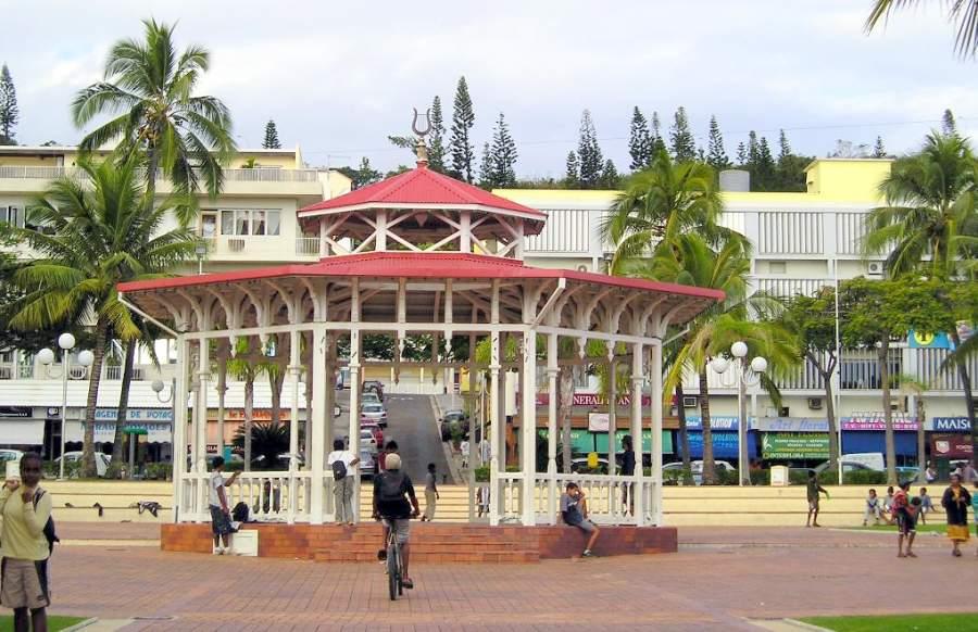Place des Cocotiers, plaza en el centro de Numea