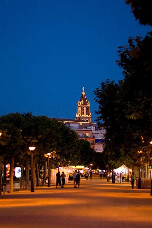 Plaza de Palamós en la noche