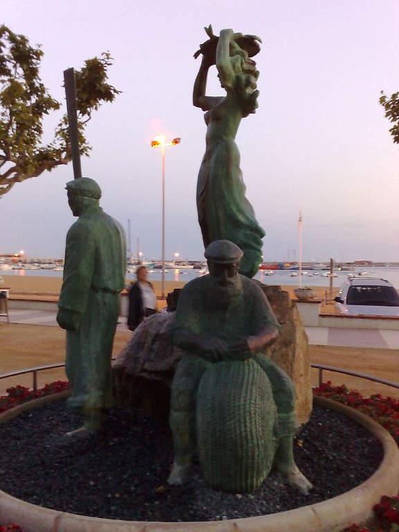 Escultura en el malecón de Palamós