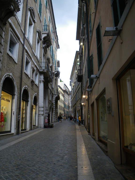 Estrecha calle en Ancona