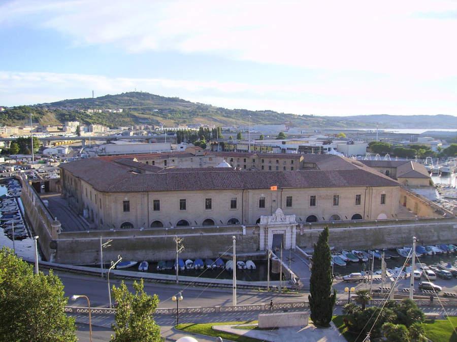 Lazzaretto di Ancona se ubica en una isla artificial pentagonal