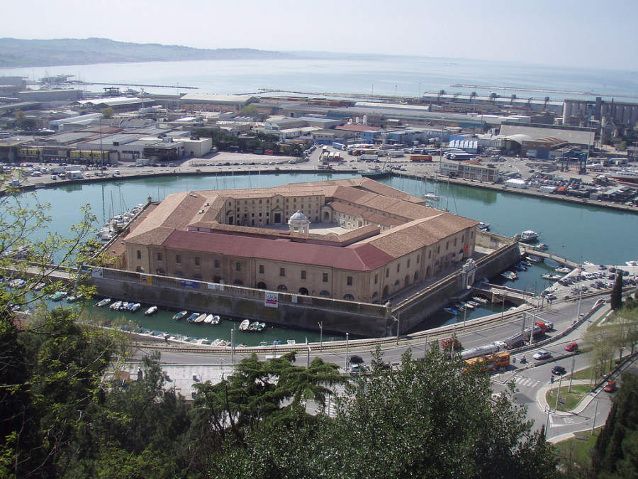 Lazzaretto di Ancona es un edificio histórico que actualmente tiene exhibiciones de arte