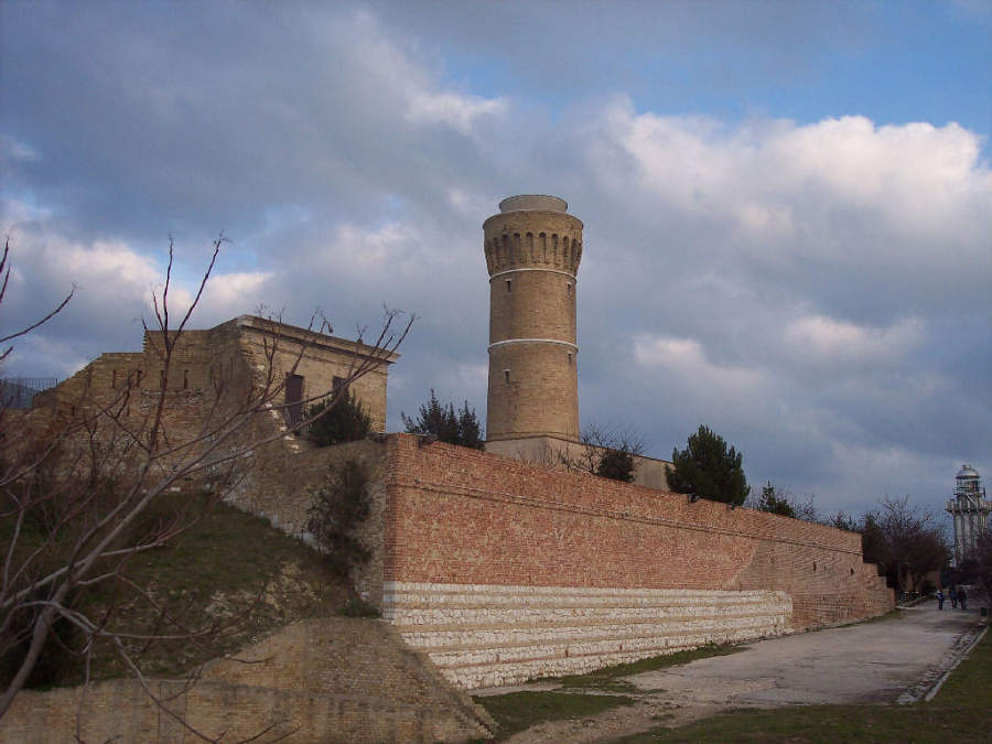 El faro de Ancona se ubica en la colina Colle dei Cappuccini
