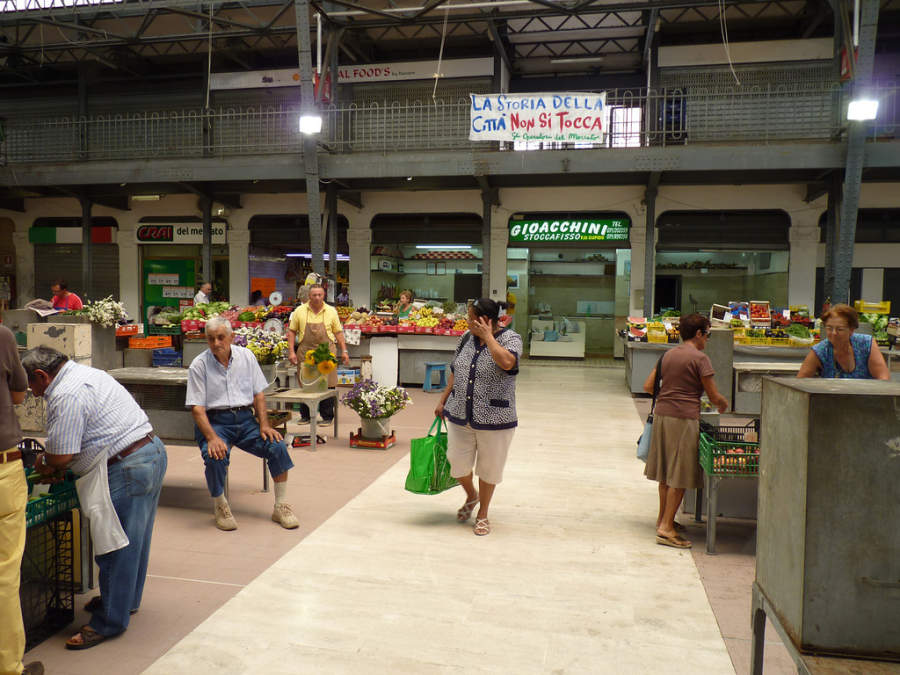 Interior de un mercado en Ancona