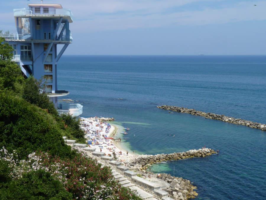 Vista de la playa en Ancona