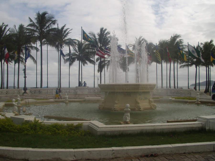 Praca das Bandeiras, plaza y fuente en Santos