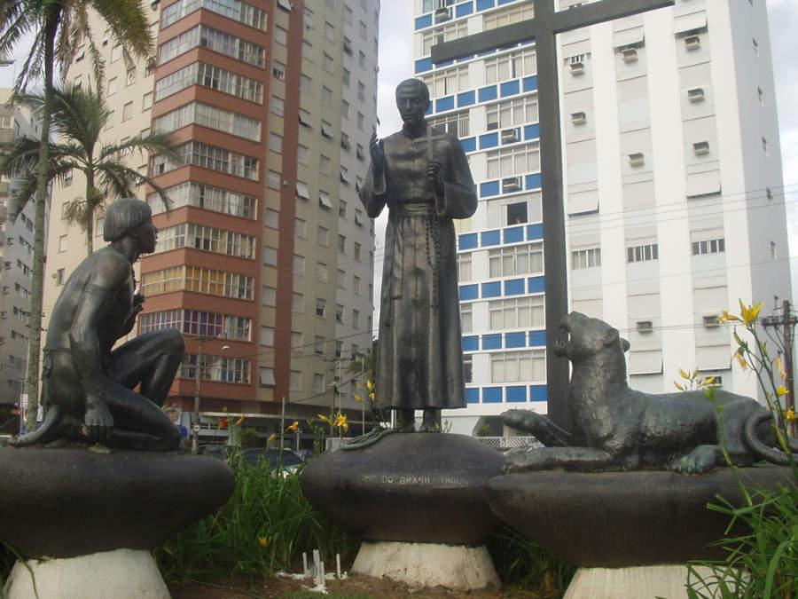 Estatua del Padre Anchieta en Santos
