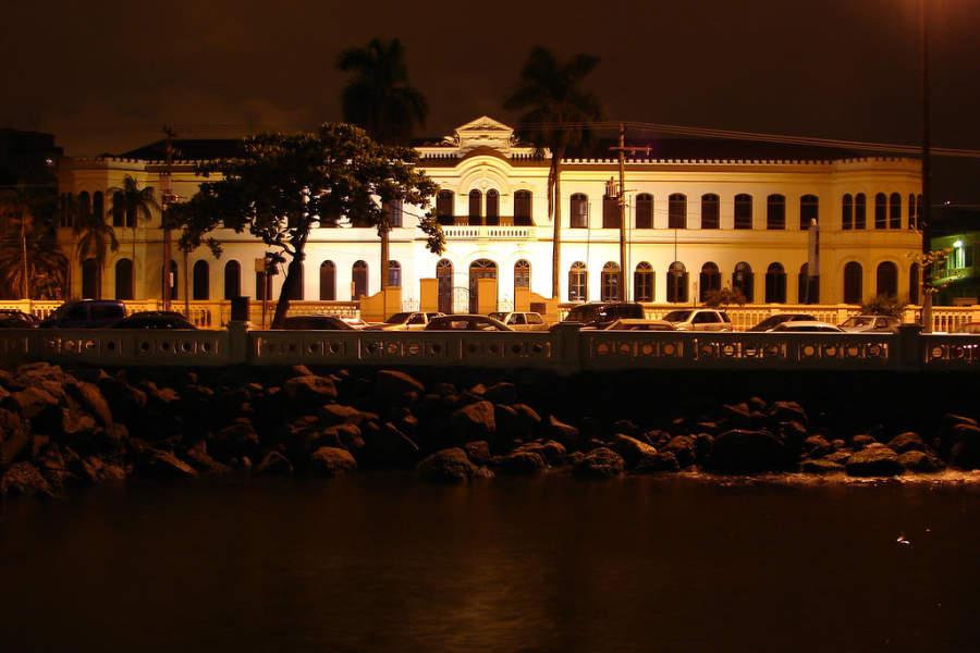 Museu de Pesca, museo del Instituto de Pesca de noche
