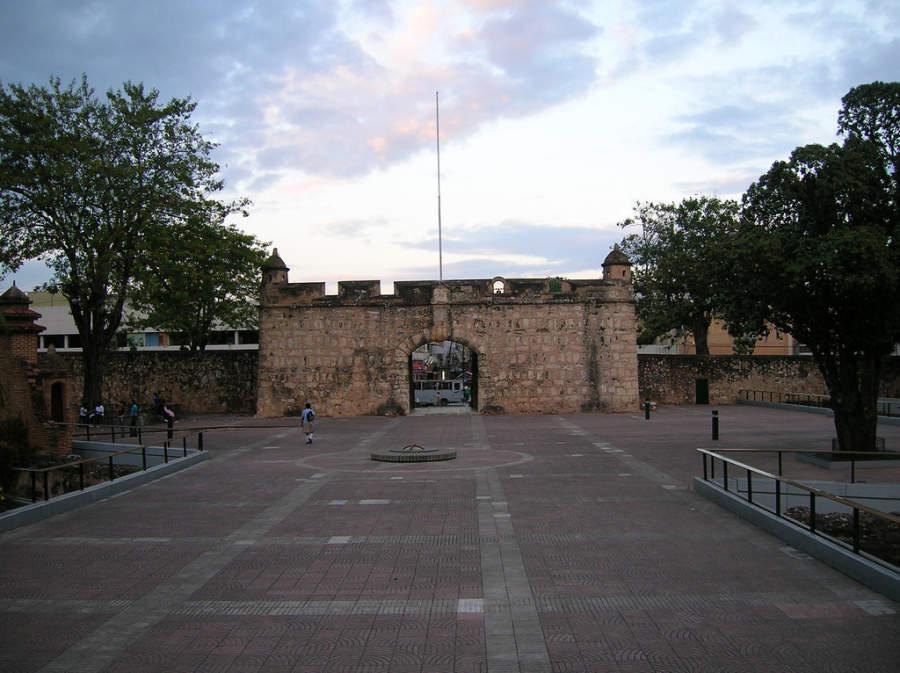 Puerta del Conde en Santo Domingo