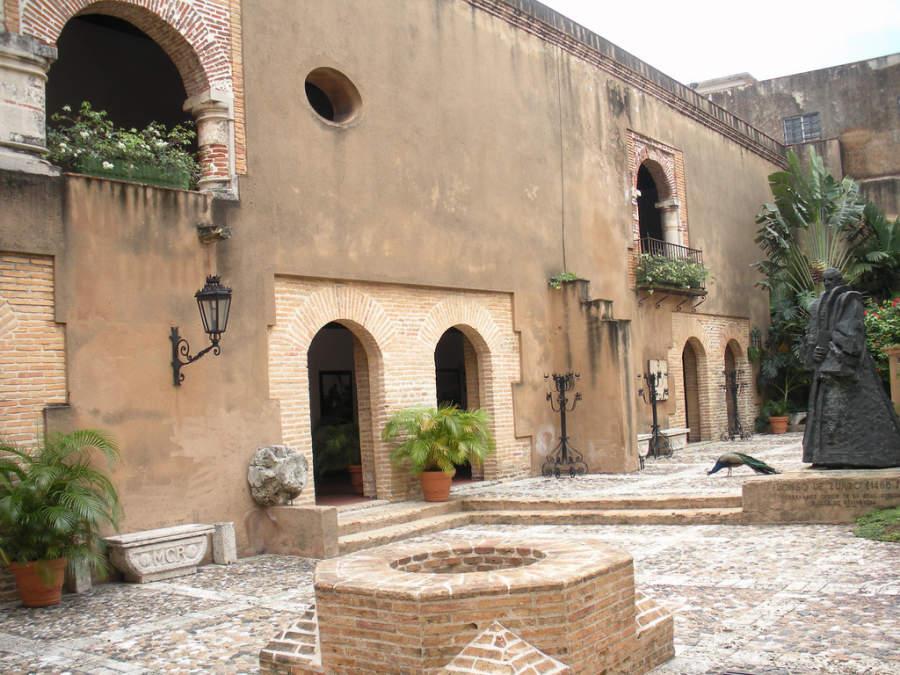 Patio interior del Museo de las Casas Reales