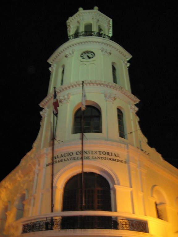 Fachada del Palacio Consistorial en Santo Domingo