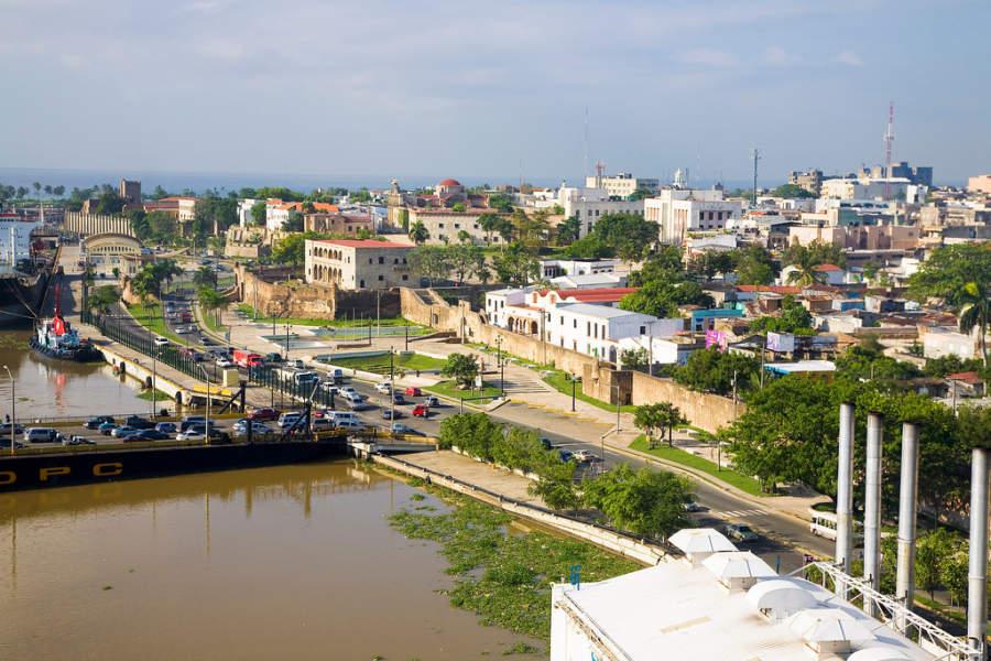 El puerto Santo Domingo está situado a orillas del río Ozama