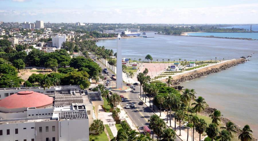 Vista del malecón y el Obelisco de Santo Domingo