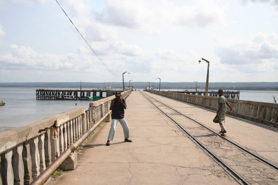 Muelle en el puerto de Inhambane