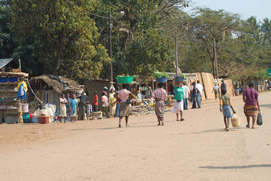 Calle comercial para locales en Inhambane