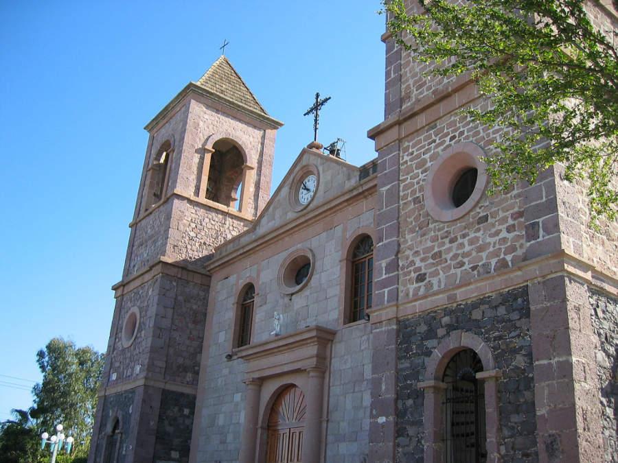 Admira la fachada de la Catedral de La Paz