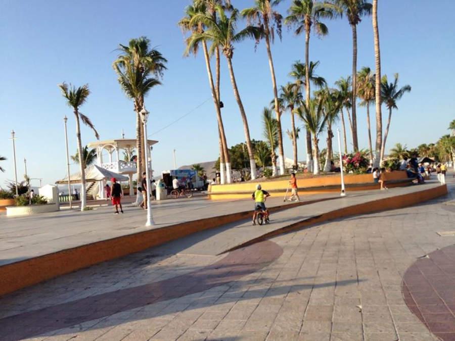 Plaza en el malecón de La Paz