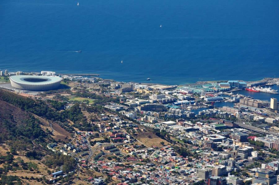 Vista panorámica de la ciudad, destacando Cape Town Stadium