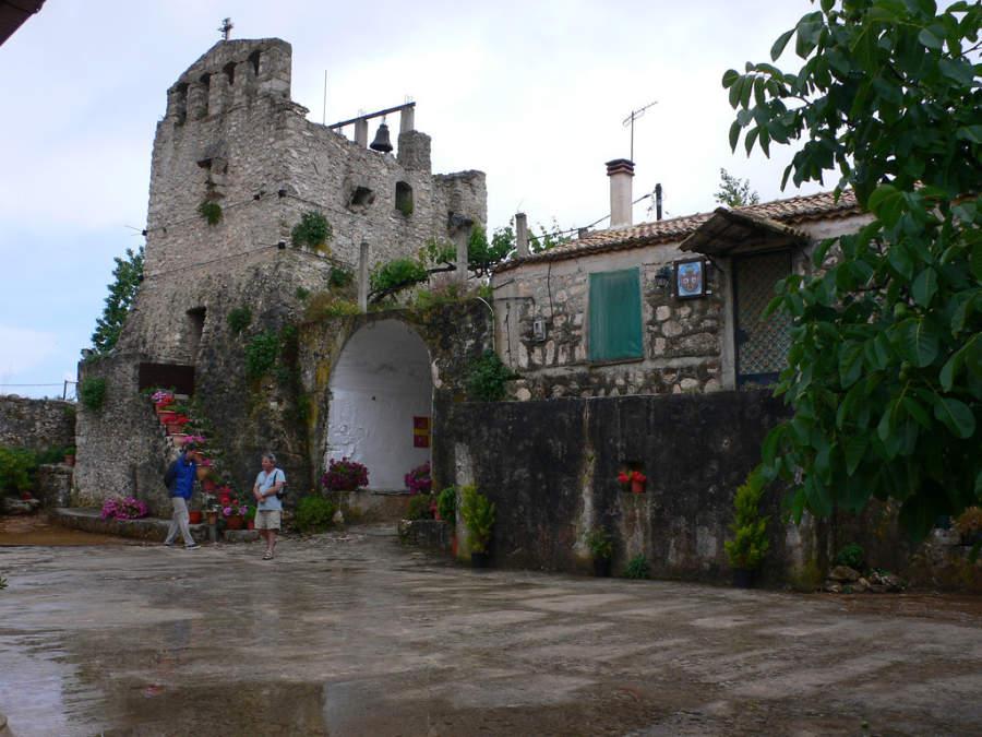 Entrada a un monasterio en Zante