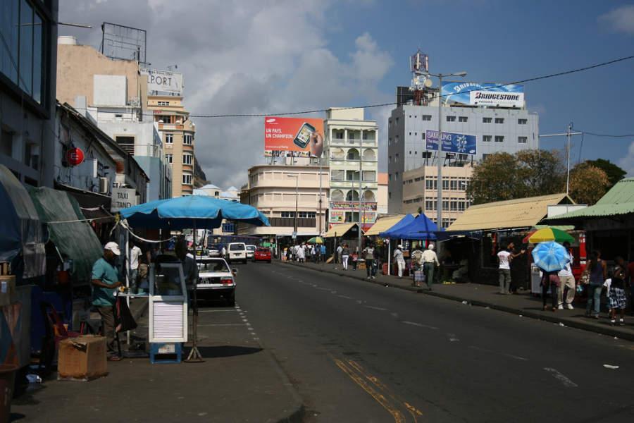 Avenida comercial en Port Louis