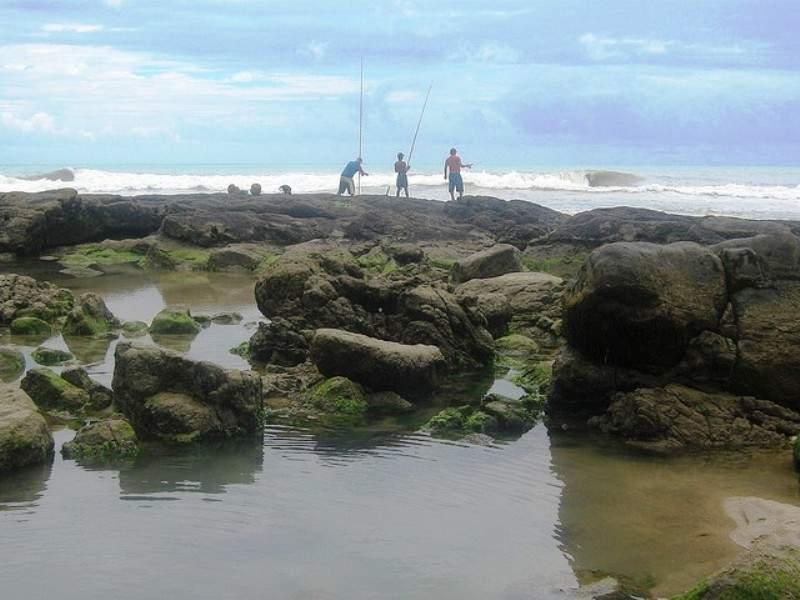 Pescadores en la costa de Ilhéus