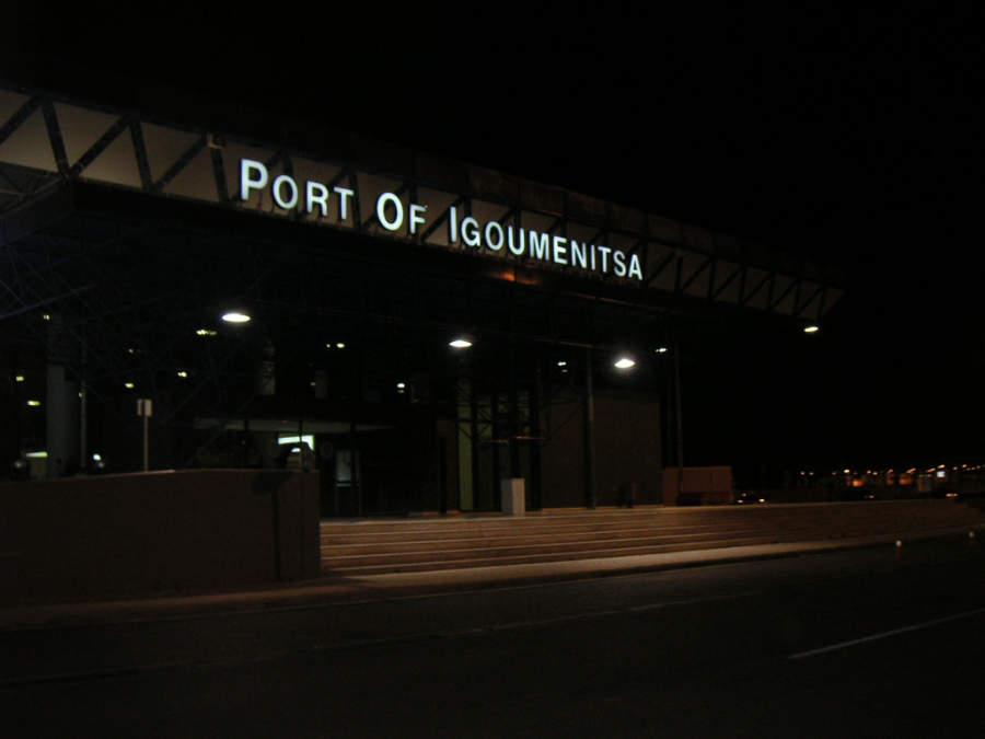 El puerto de Igumenitsa de noche