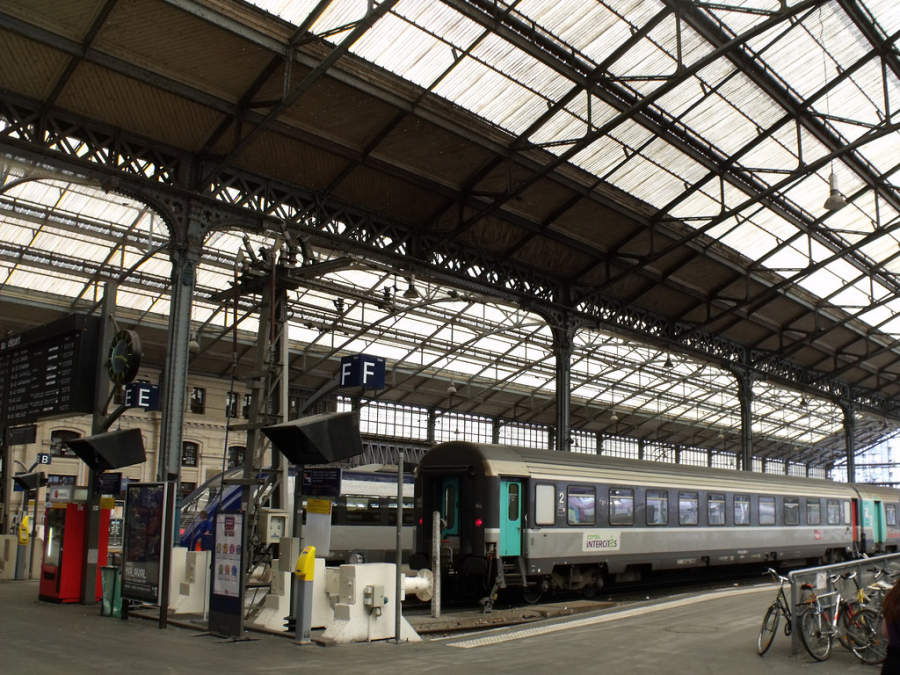 Interior de la estación de tren Gare Tours