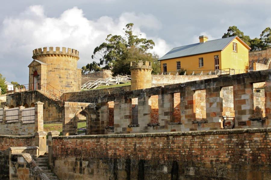Las prisiones fueron construidas durante el Imperio británico