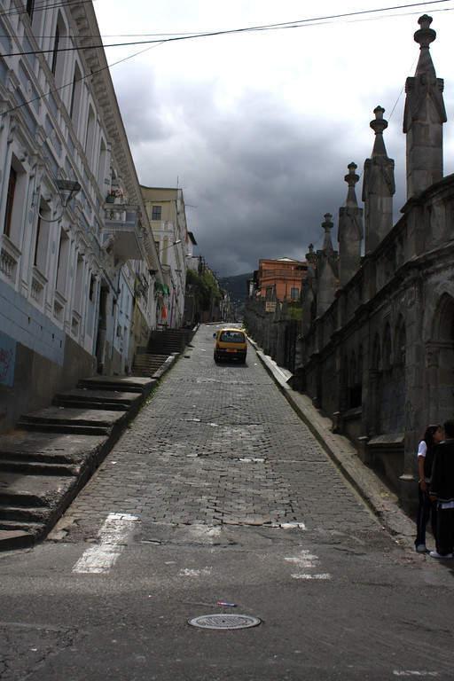 Avenida en el centro histórico de Quito