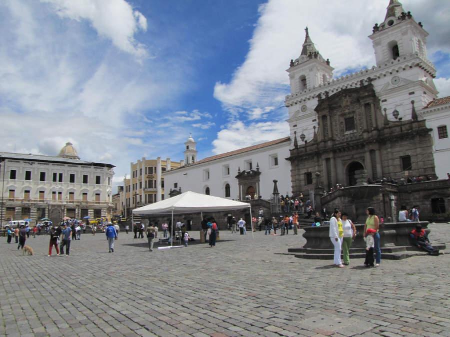 Iglesia de San Francisco en la plaza principal de Quito