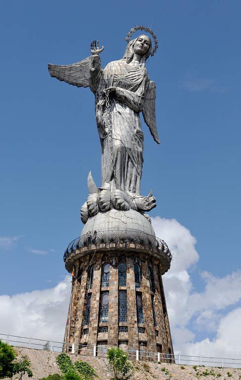 La Virgen de Quito en El Panecillo
