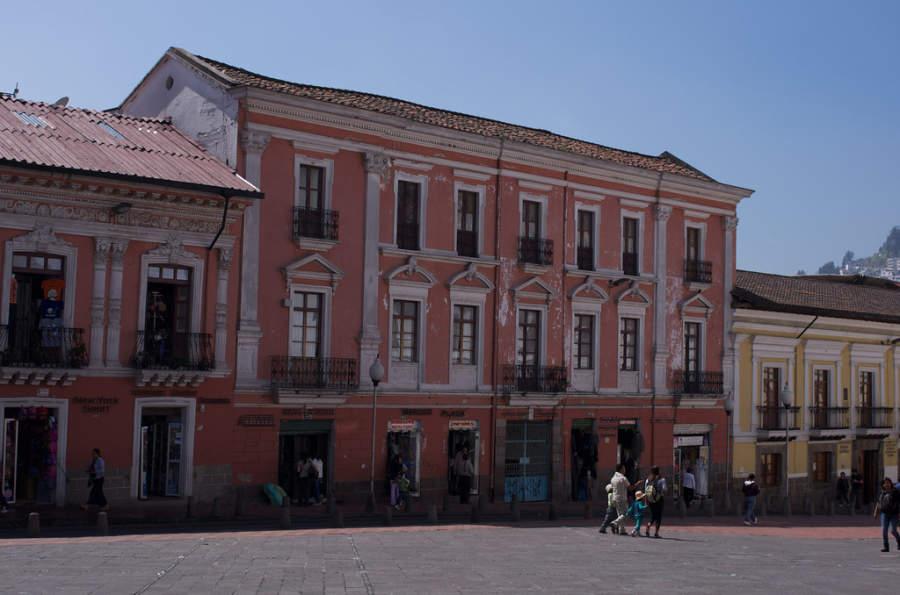 Comercios en el centro histórico de Quito
