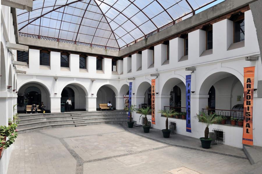 Patio del Palacio Arzobispal en Quito