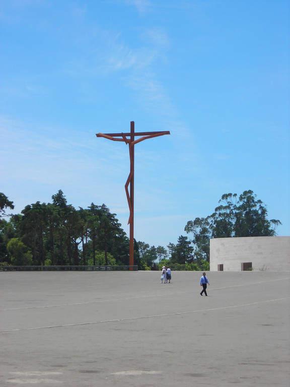 Maravíllate con la Cruz Alta de 27 metros de altura en Fátima
