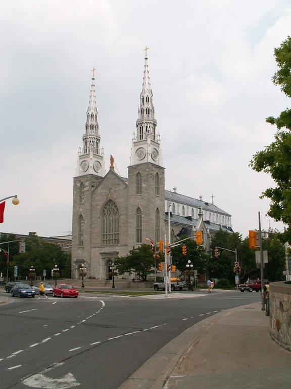 La Basílica Catedral de Notre-Dame es de estilo neogótico