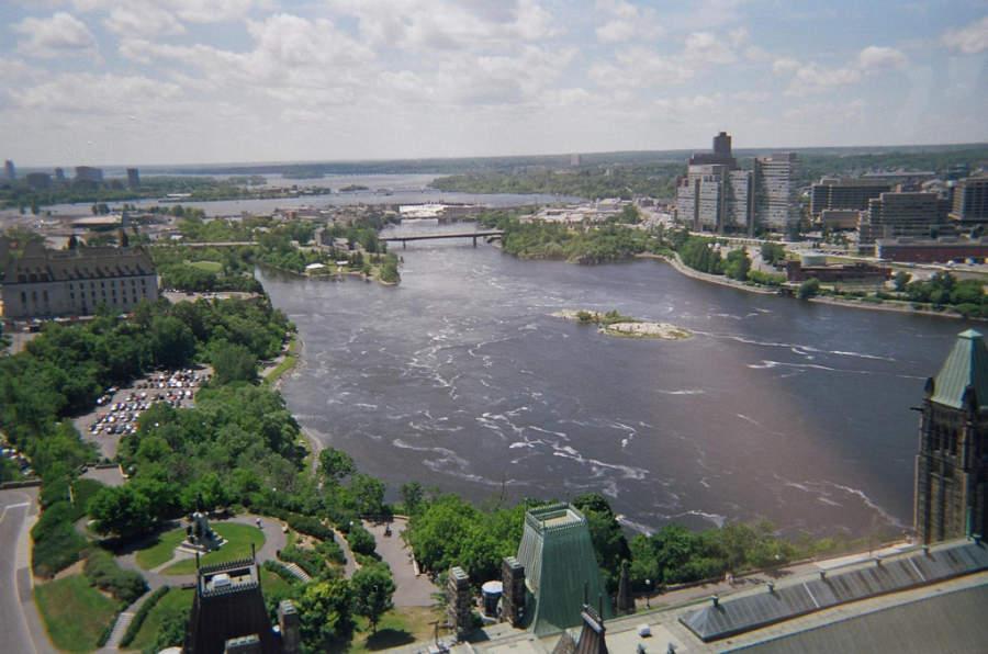 Vista de la ciudad de Ottawa y el río con el mismo nombre