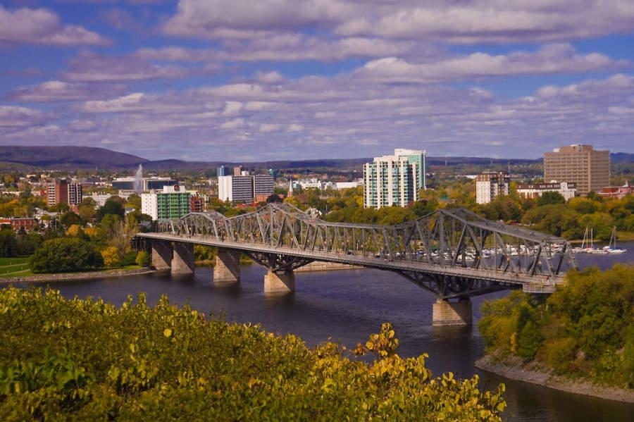 Puente Alexandra en la ciudad de Ottawa