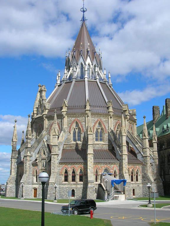 Fachada estilo europeo de The Library of Parliament en Ottawa