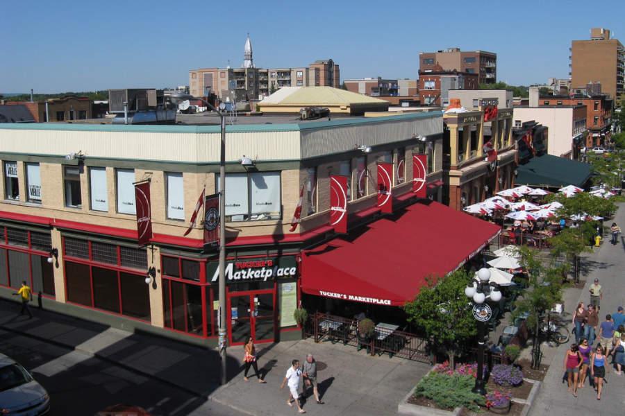 En el Mercado ByWard hay varios restaurantes