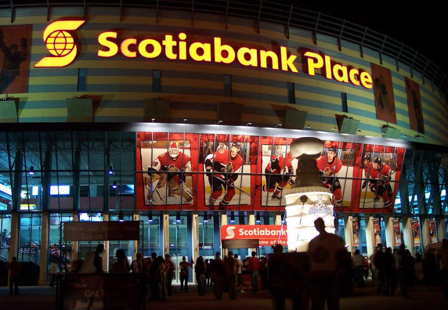 En el estadio Scotiabank Place se pueden ver partidos de hockey
