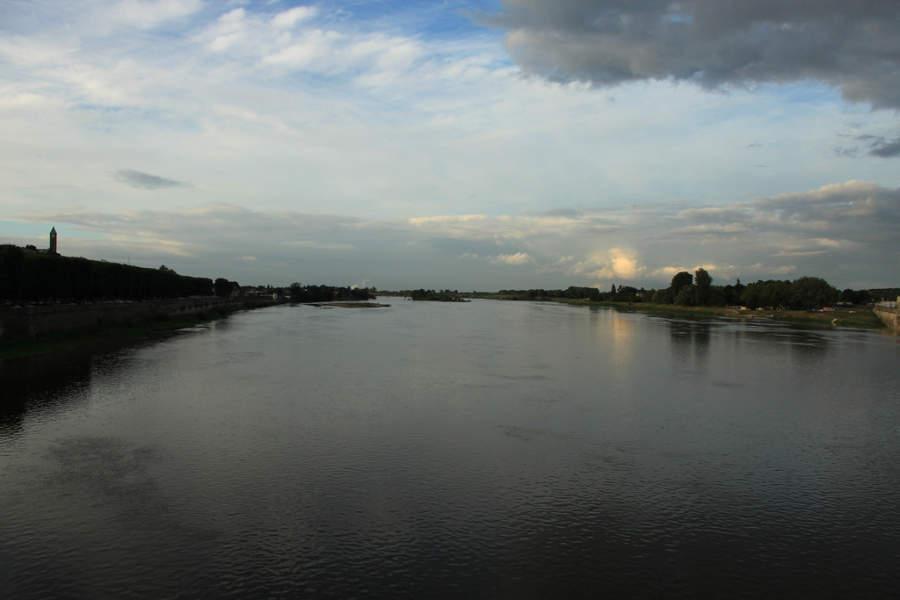 El río Loira en su cauce por Blois