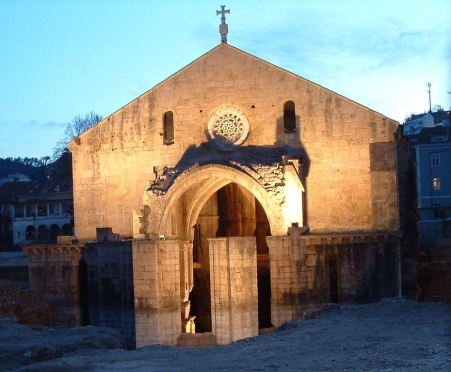 El Monasterio de Santa Clara a Velha es un sitio arqueológico