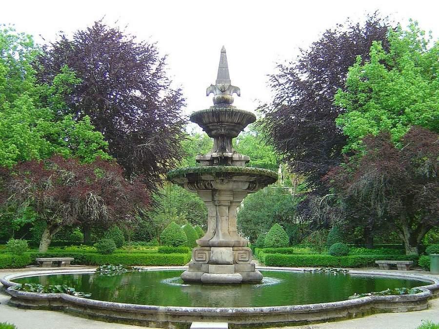 El Jardin Botánico de Coímbra pertenece a la universidad