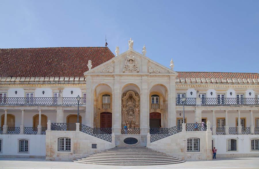 La Universidad de Coímbra ocupa un palacio medieval