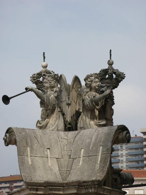 Detalle de un monumento en Coímbra